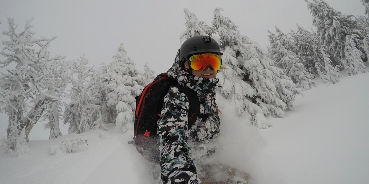 Elena Hight snowboard